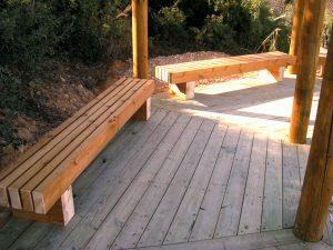 ספסלי עץ ודק אורן בחולות ניצנה