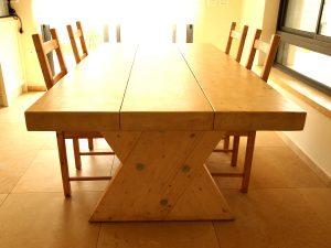 שולחן אבירים- מעץ רב שכבתי