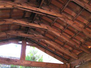גג עץ בסגנון רטרו – מחסן בירושלים