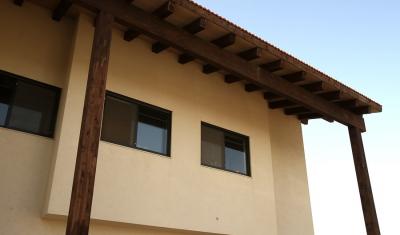 בניית גג עץ לבית חדש באזור ירושלים