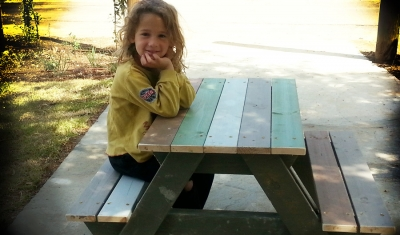chidren_outdoor_table