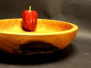קערה מעץ ארז עם קליפה