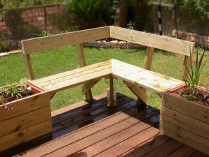 ספסל פינתי ואדניות עץ